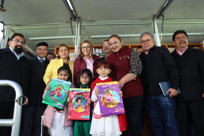 """""""Libro Bus en tu Escuela"""" en la Escuela Primaria Profesor Manuel Hinojosa Giles"""